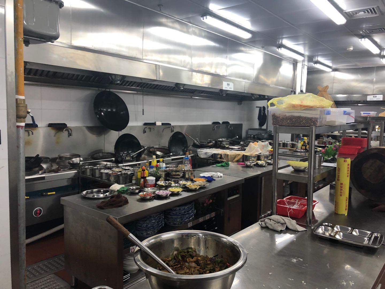 亚朵酒店(北外滩店)厨房不锈钢操作台设备