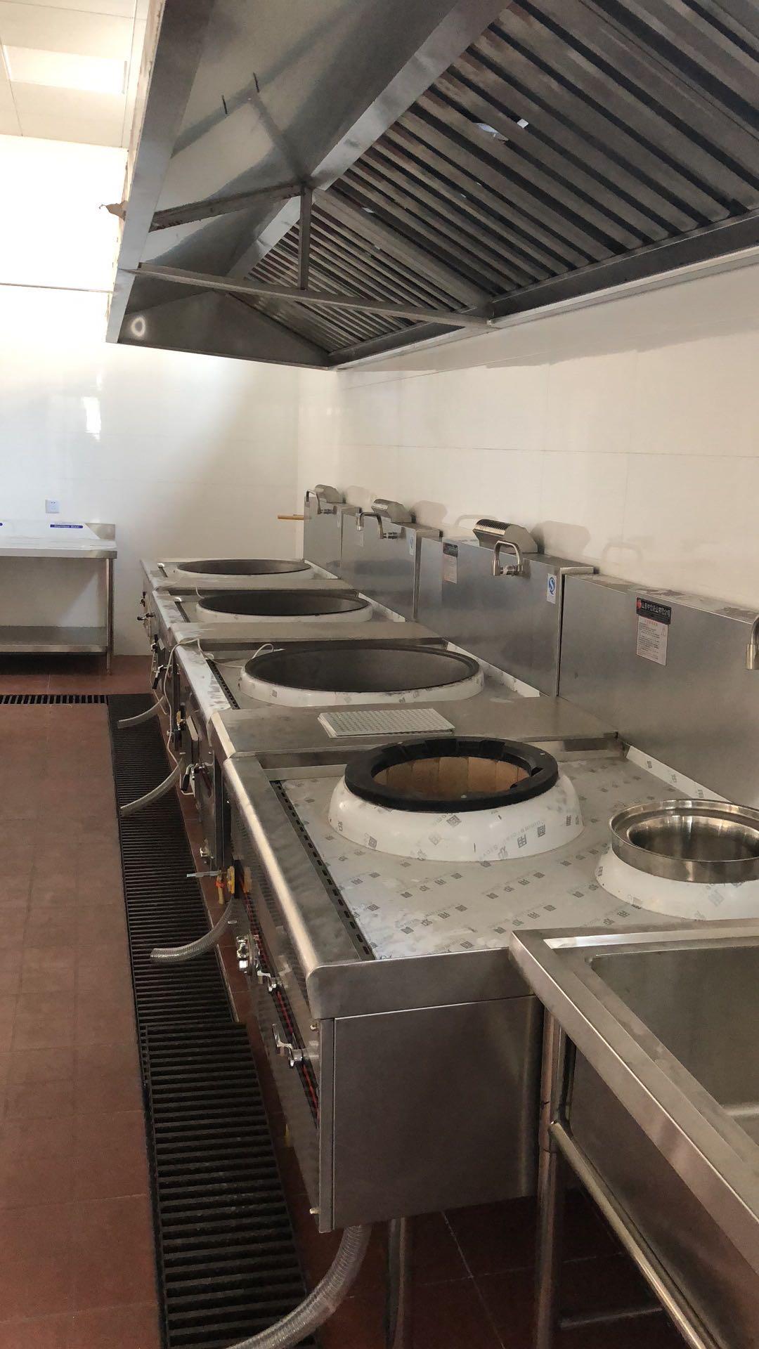 汉庭酒店(闸殷路)厨房不锈钢操作台设备