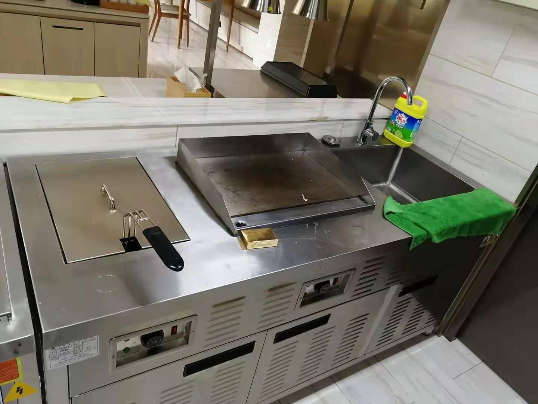 亚朵酒店(苏州河路店)厨房不锈钢操作台设备